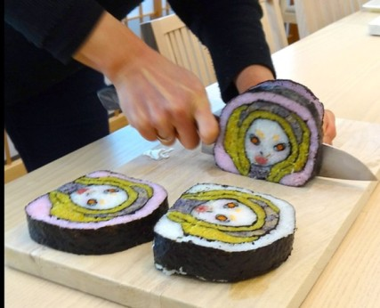 by 生活童話slicing alien sushi heads